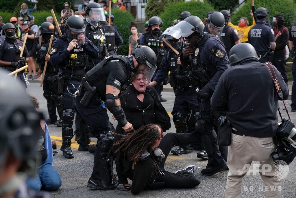 米デモで127人逮捕 黒人女性射殺めぐり衝突