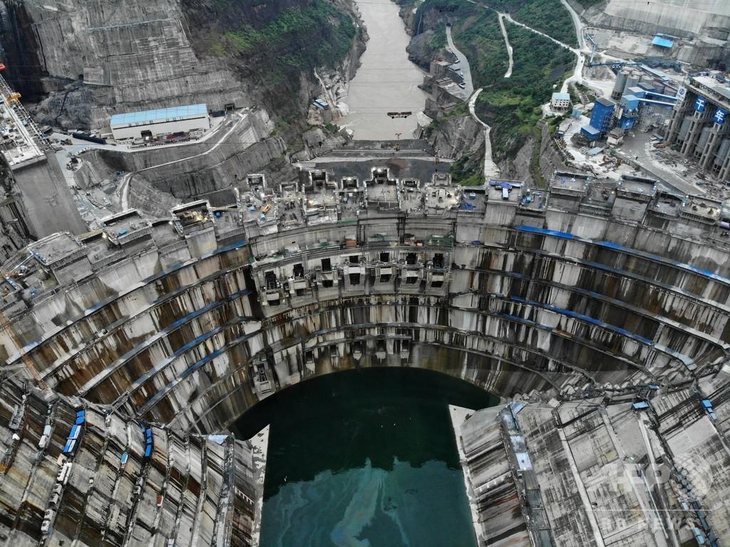 中国で建設進む世界最大級の水力発電所 100万kW回転子を設置