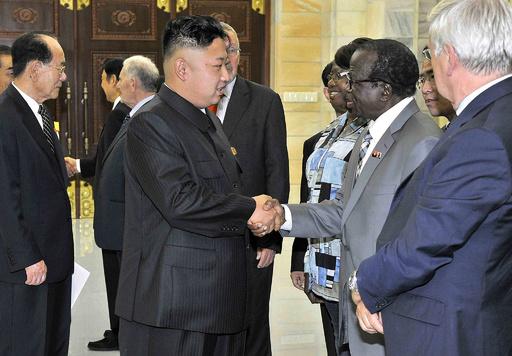 北朝鮮の労働者154人がアンゴラ出国 同盟関係の維持も強調