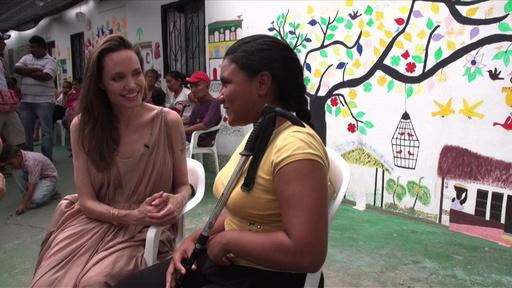 動画:A・ジョリーさんがコロンビア訪問、ベネズエラ避難民の子ども2万人が無国籍と訴え