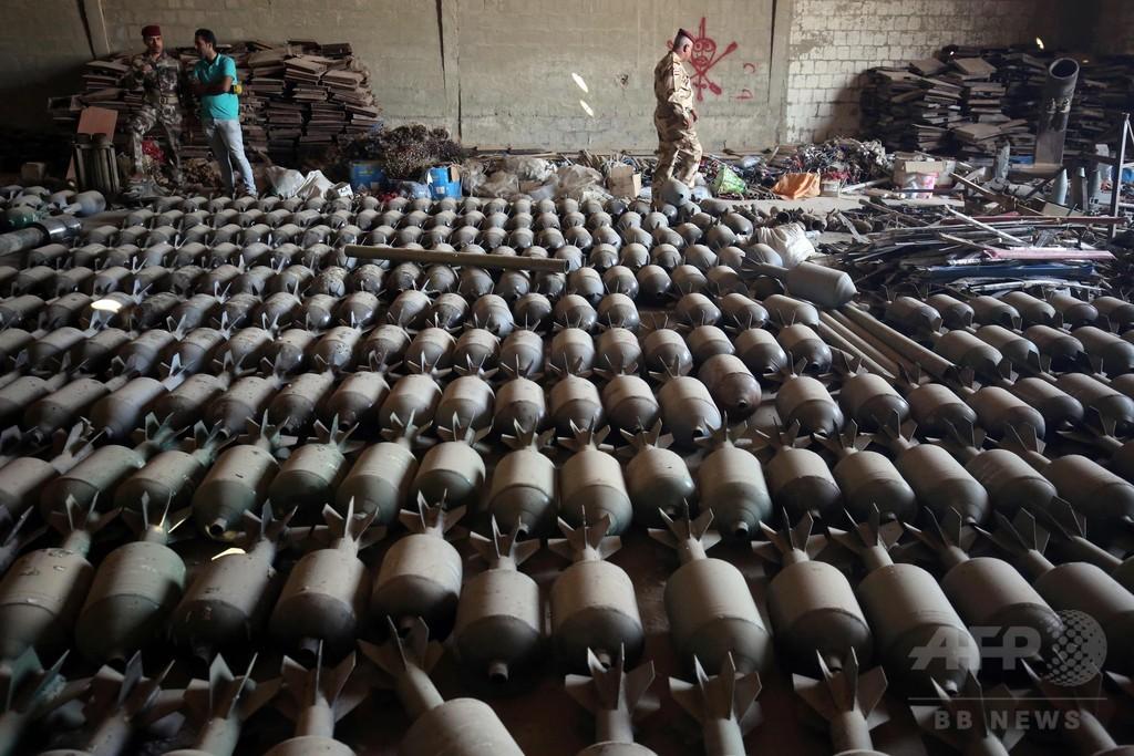 ファルージャにISが残した大量の武器弾薬を公開、イラク