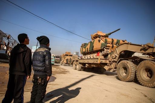 シリア政権軍空爆でトルコ兵2人死亡 国防相「ロシアと対決望まず」