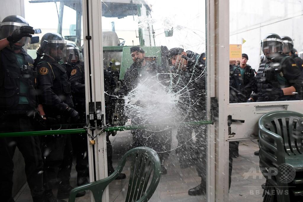カタルーニャで独立住民投票、警察は投票箱押収や封鎖で強行阻止