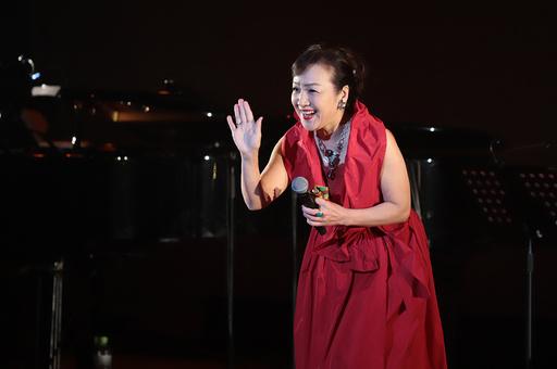 都内で中国建国70周年記念コンサート、「小鹿ジュン」が熱唱