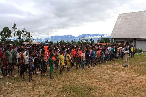 子ども数百人が戦闘逃れ避難か、インドネシア・パプア州