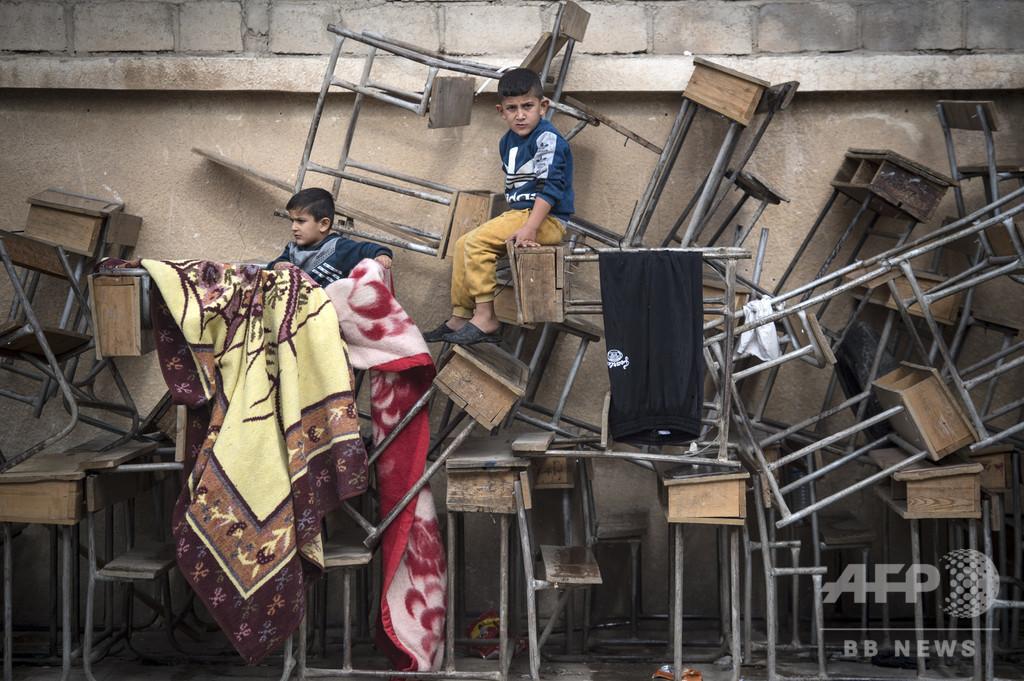 【今日の1枚】机で勉強できたなら…シリアの避難所