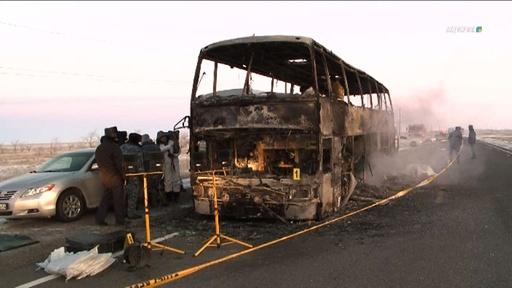 動画:カザフスタンでバスが炎上、乗客ら52人が死亡