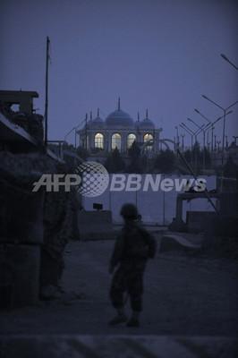 アフガン南部でタリバンが大規模攻撃、BBC記者ら21人死亡