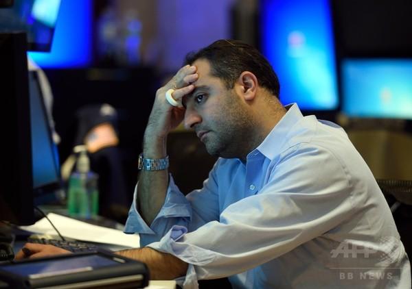 中国懸念で世界同時株安、米NYは一時1000ドル超急落