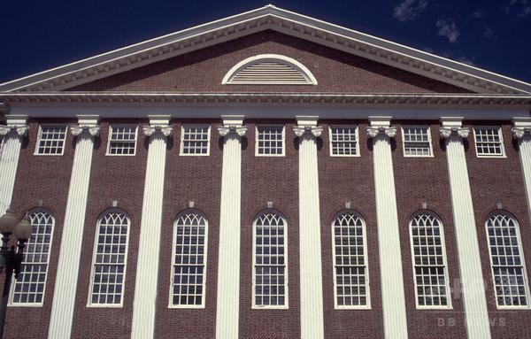 ハーバード法科大学院、「奴隷制を連想」と批判された紋章を廃止