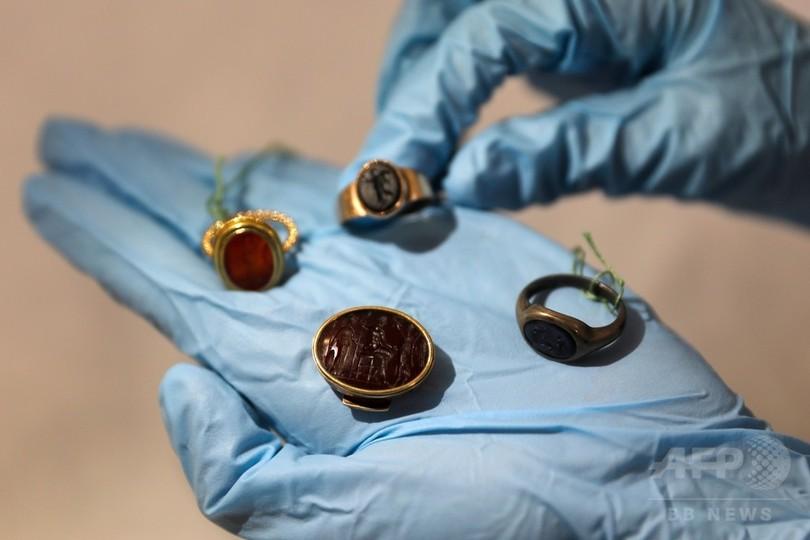 フロイトの秘密結社の指輪6点が一堂に、初公開 イスラエル博物館