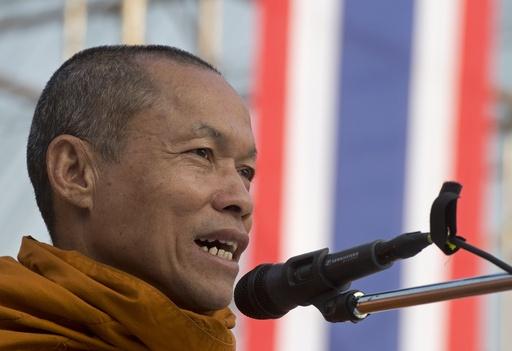 タイ反政府デモ、先頭に立つ一人の僧侶