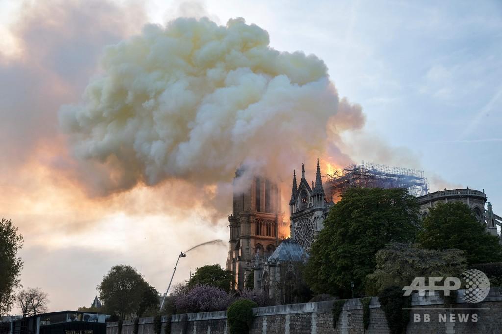 ノートルダム火災に空中消火機? トランプ氏がツイート  仏当局「倒壊の恐れ」と否定