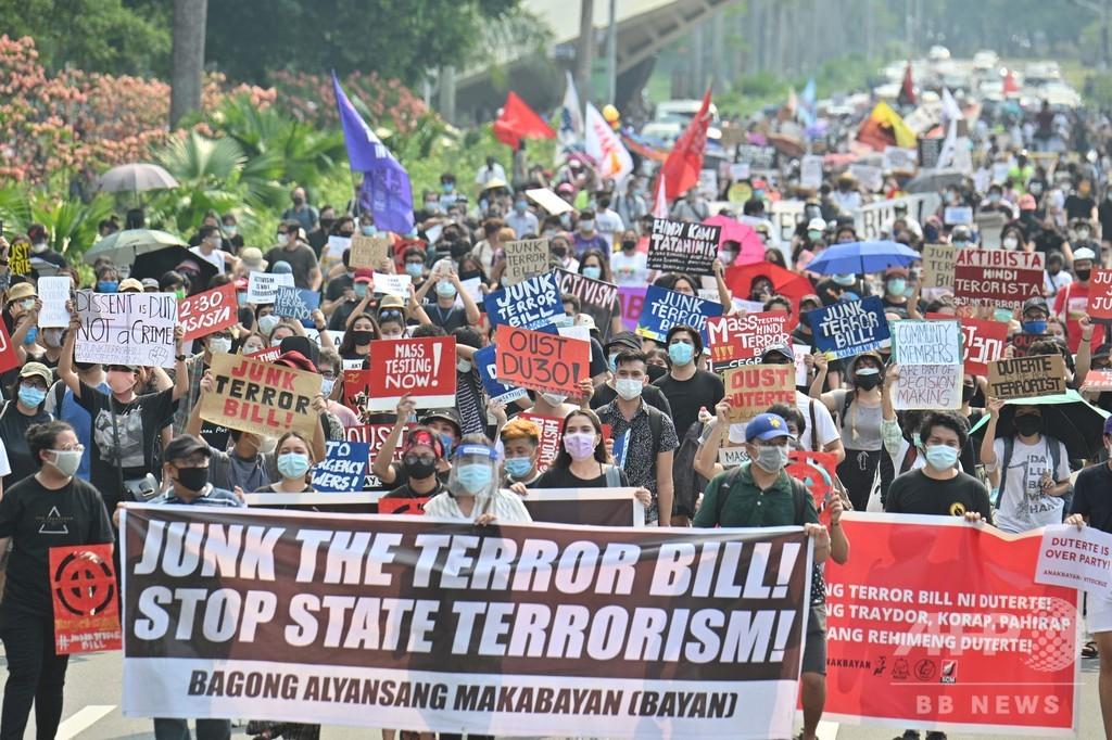 フィリピン、「反テロ法」成立 大統領の強権拍車に批判も