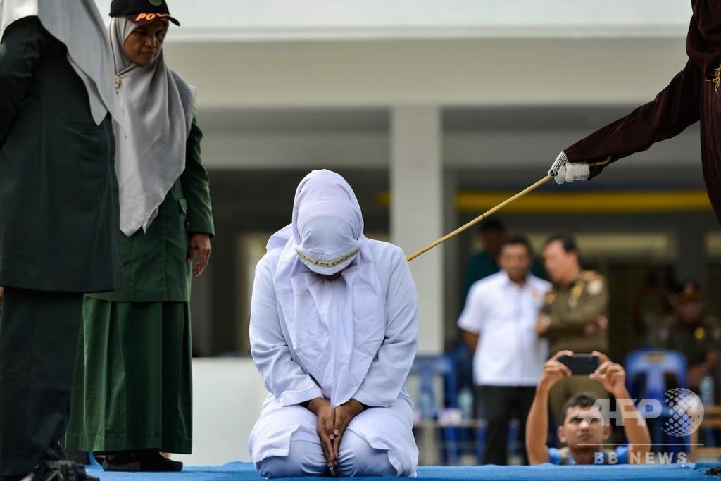むち打ち刑導入に協力した組織の男性、自らの不倫でむち打ち インドネシア