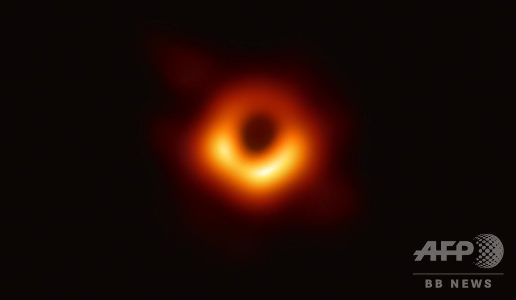 史上初ブラックホール撮影、347人のチームに「科学界のアカデミー賞」