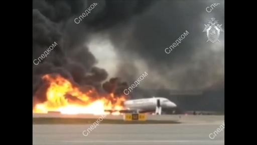 動画:モスクワの空港で旅客機炎上、41人死亡 着陸直後の映像