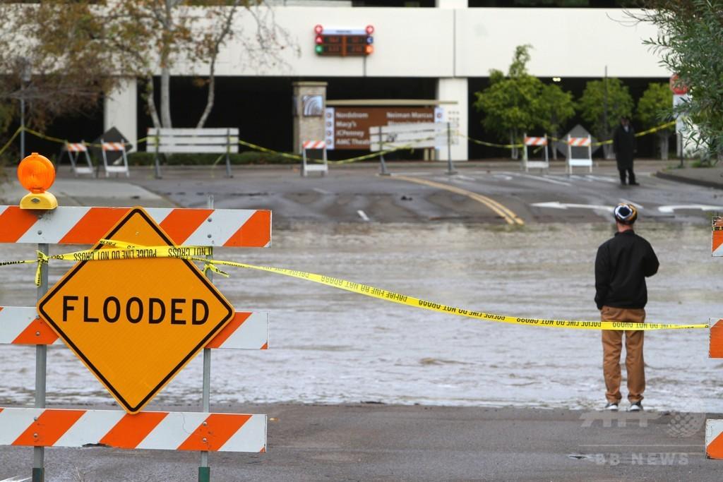 米カリフォルニア州、豪雨で洪水被害