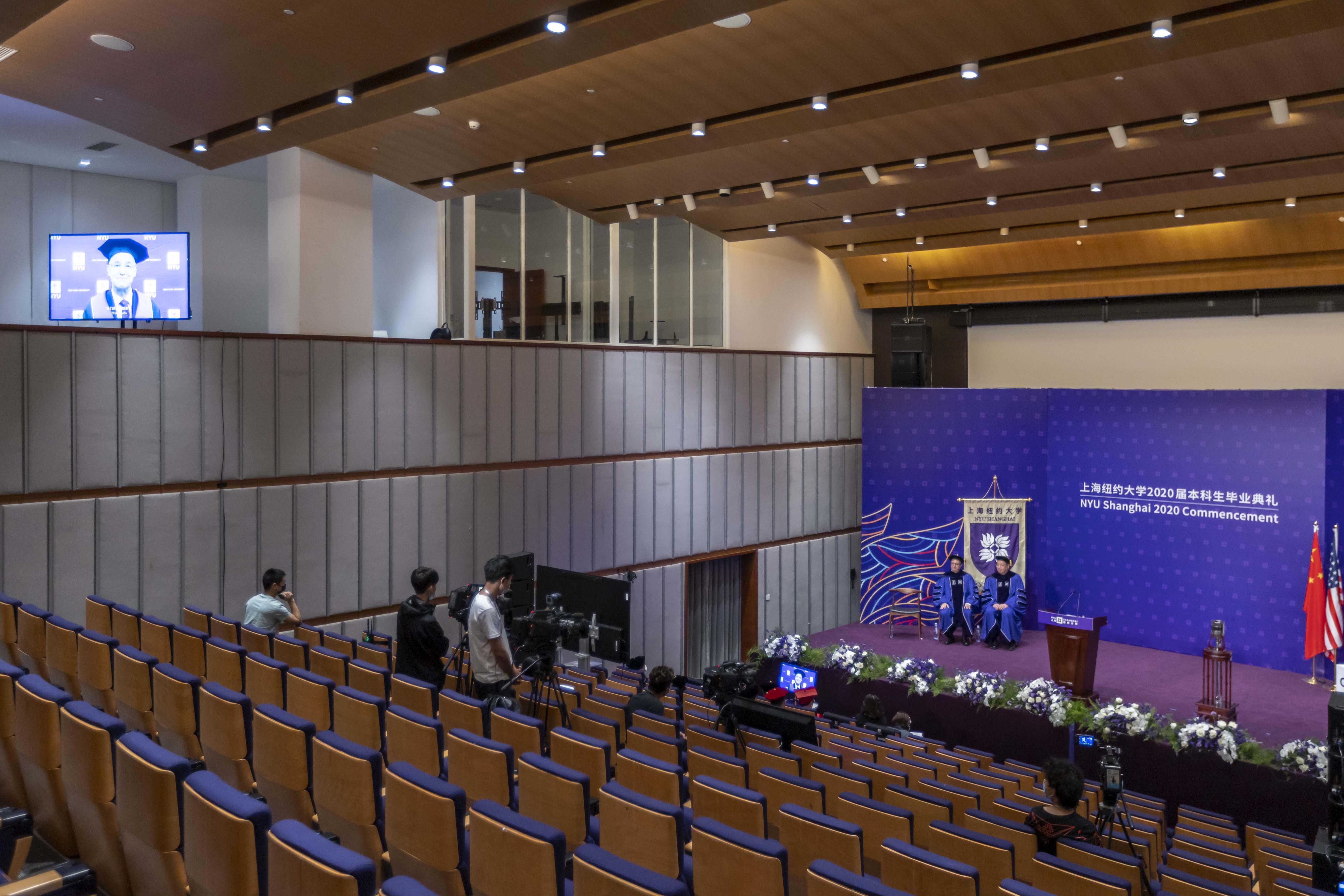 上海ニューヨーク大学、初のオンライン卒業式を開催