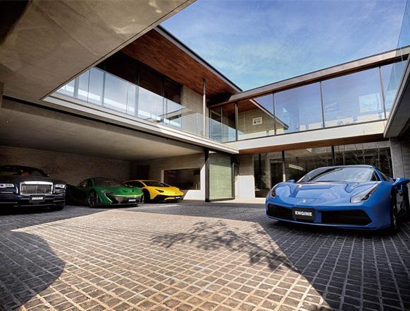 フェラーリ、ランボルギーニetc… スーパーカー6台と暮らす世田谷の家