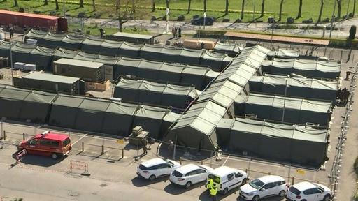 動画:軍用テントが病院に、新型コロナ患者受け入れへ 仏東部