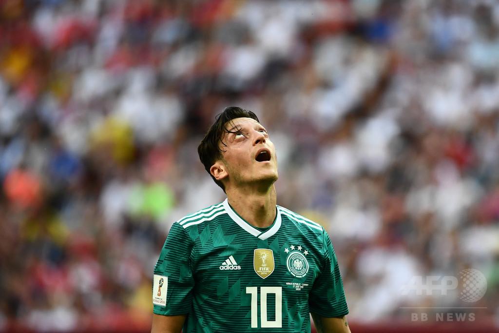 サッカーW杯敗退のドイツ、トルコ系代表選手に差別的な非難殺到