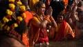 動画:宗教祭で沐浴、トランスジェンダーに初の参加許可 インド