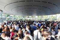 アップルが新本社併設の「スティーブ・ジョブズ・シアター」お披露目 米