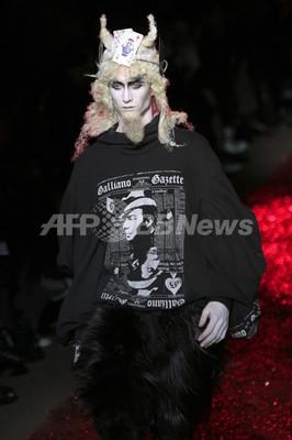 <09/10年秋冬パリ・メンズコレクション>ジョン・ガリアーノ、新作を発表