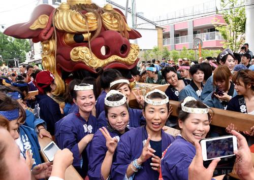 獅子頭を担ぎソイヤサー!「つきじ獅子祭」最高潮東京