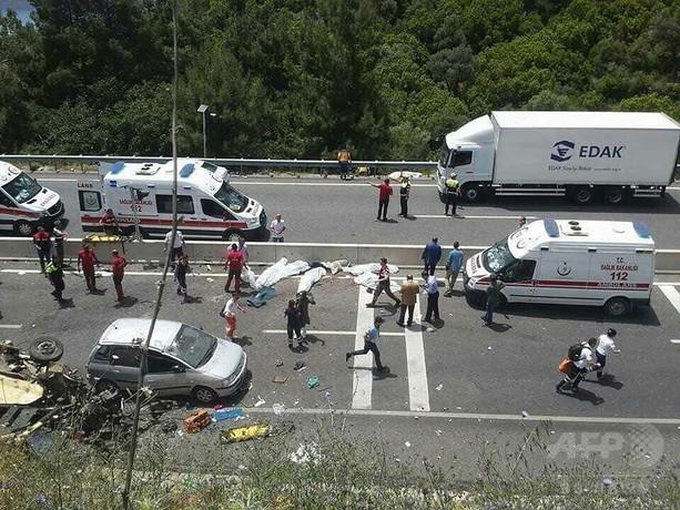 トルコでバスが崖から転落、23人死亡 「母の日」旅行の途中で
