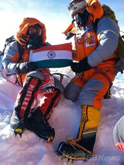 女性最年少でエベレスト登頂の13歳少女、体験語る