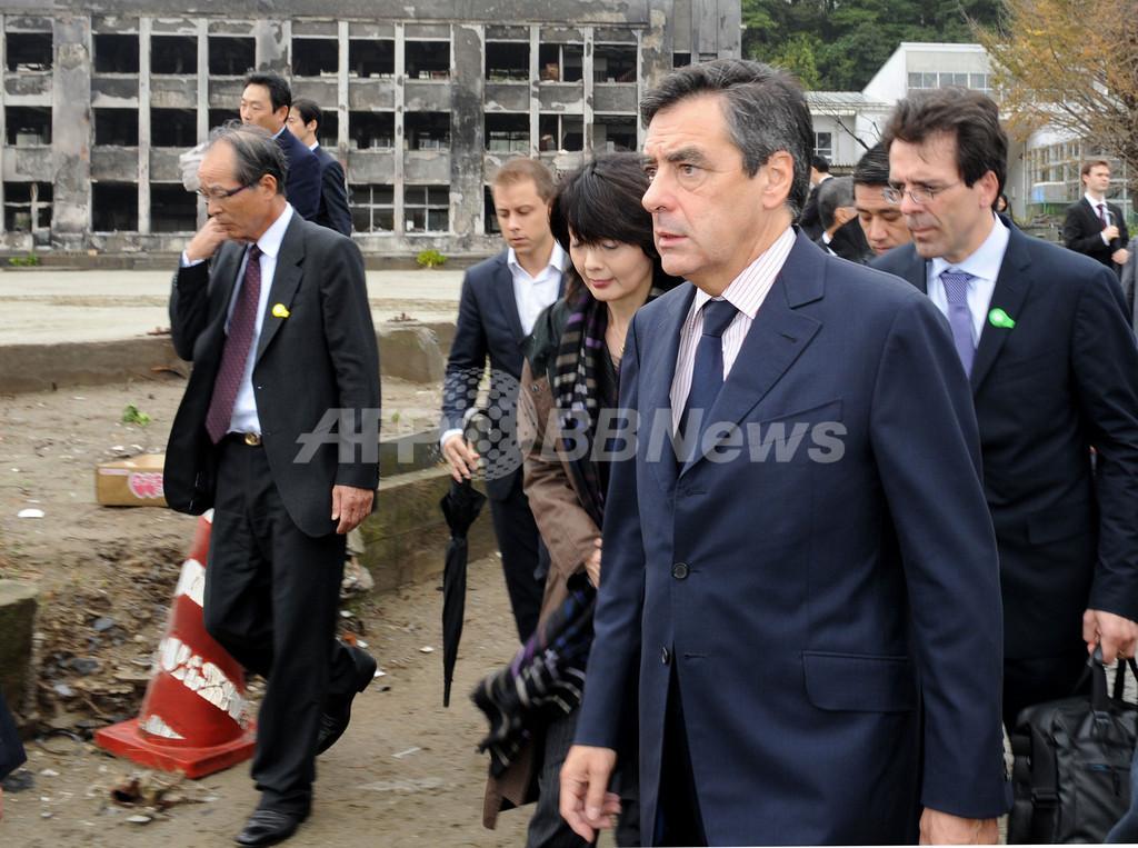 フィヨン仏首相、被災地の石巻市を視察