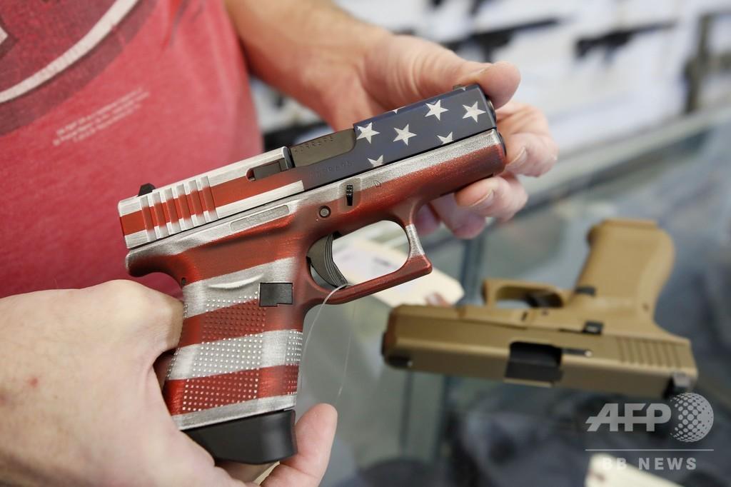 米、新型コロナで銃の購入者急増 治安悪化を懸念