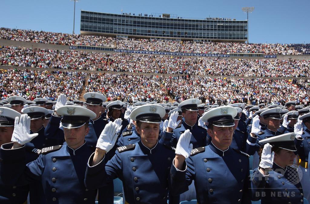 「神よ、ご加護を」拒否の無神論者の軍曹、米空軍を提訴の構え