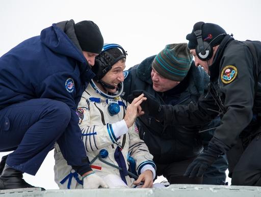 宇宙飛行士3人がISSから無事帰還