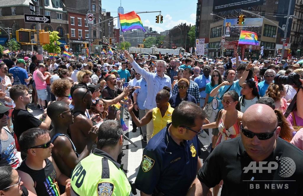 ストーンウォール事件から50年、米NYで15万人プライドパレード