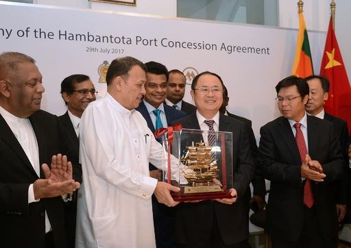 スリランカ、ハンバントタ港の運営権を中国企業に譲渡 インドなどが懸念