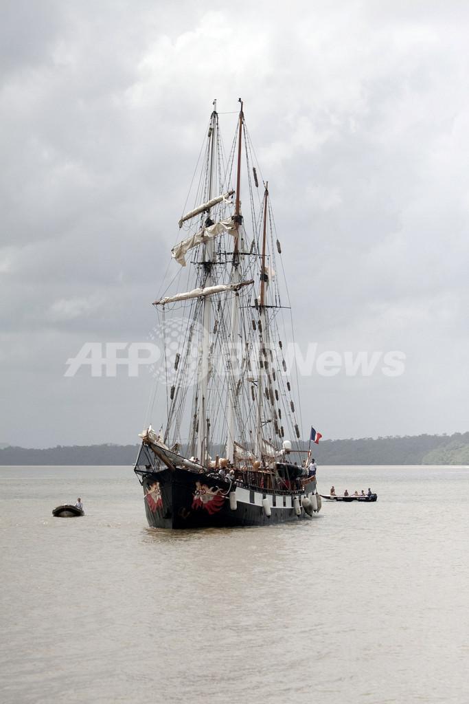 航海中のフランス帆船、南米の仏領ギアナに到着