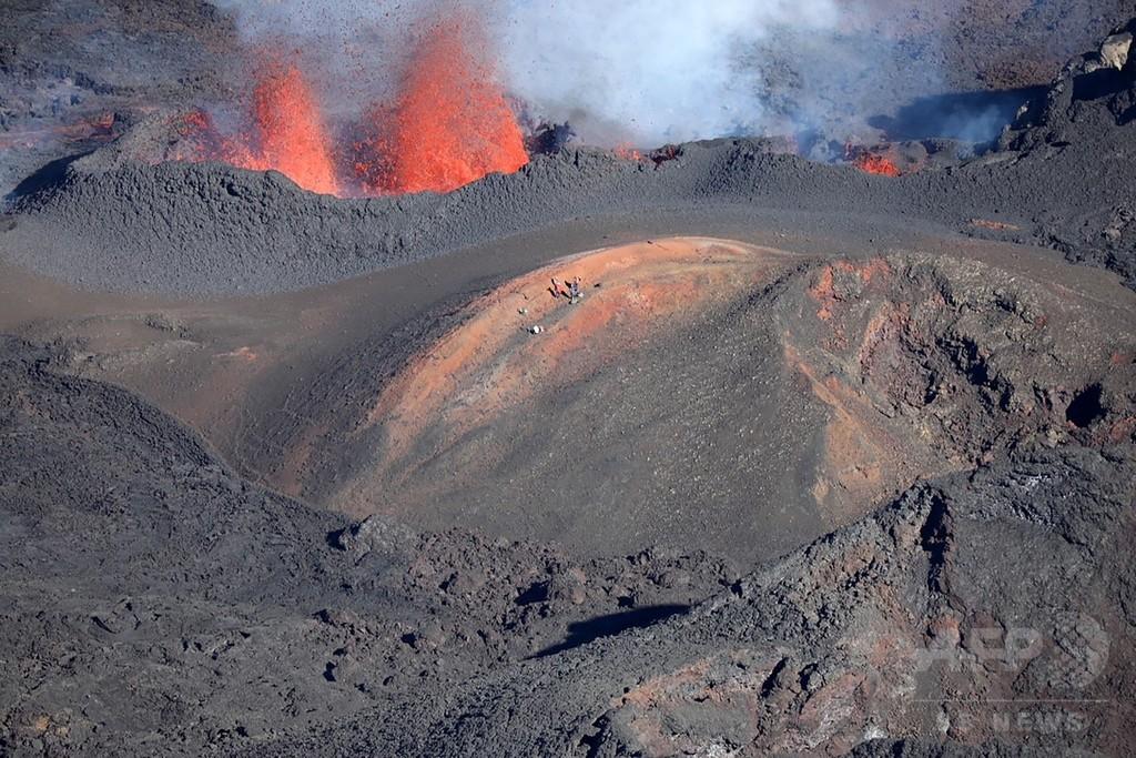 フルネーズ火山で噴火活動を確認、仏領レユニオン島