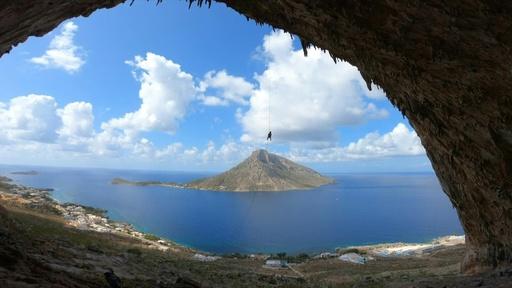 動画:一生に一度は登りたい! ギリシャ・カリムノス島でロッククライミングのイベント