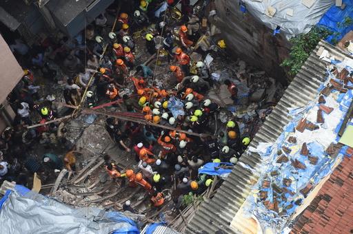 豪雨の印ムンバイで建物崩壊 2人死亡、40人以上が下敷きに