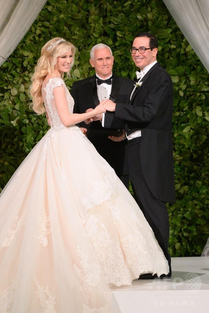 ムニューシン米財務長官が結婚式、トランプ大統領夫妻も出席