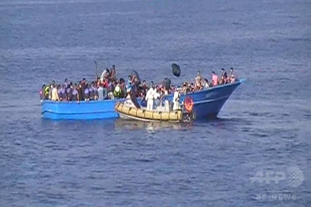 1日だけで難民3000人救助、深まる危機的状況 イタリア