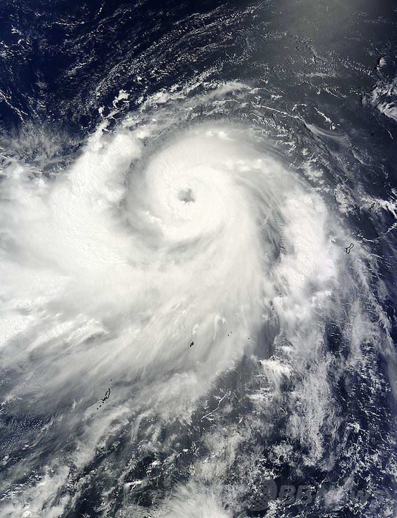 台風8号の衛星写真、NASAが公開