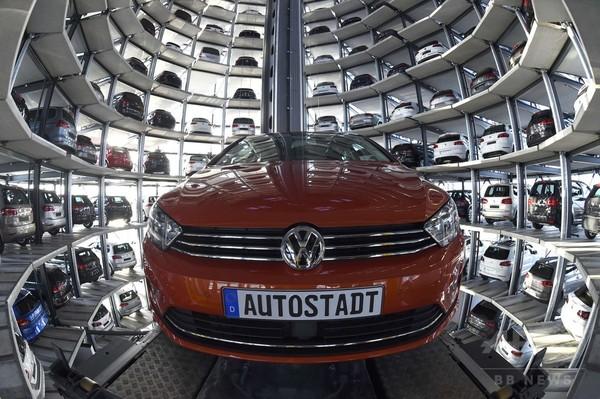 独フォルクスワーゲン、組立工場の自動車収納タワーを公開