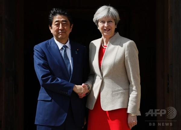メイ英首相、北朝鮮に「断固とした」姿勢で 安倍首相と会談