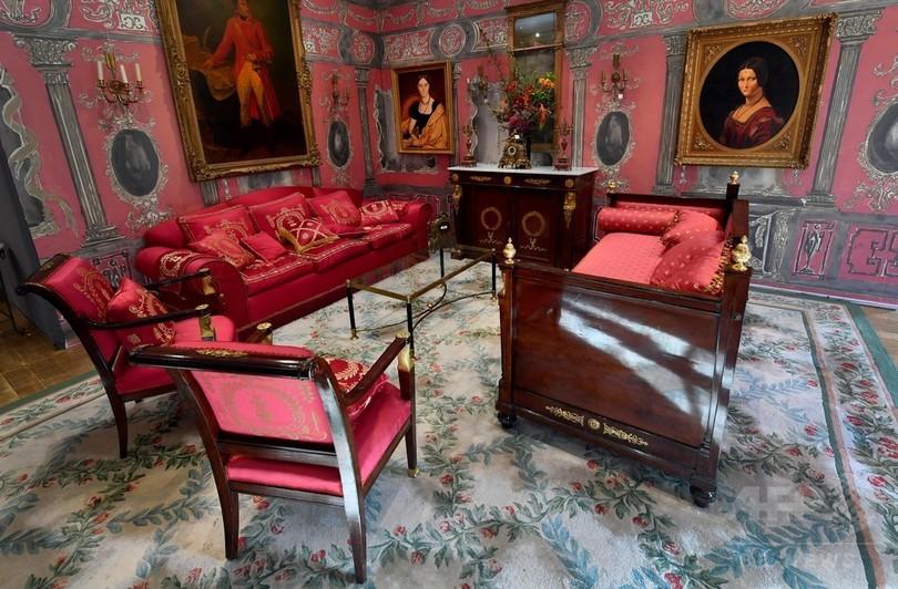 仏リッツホテルの家具や装飾品1万点、落札総額9億6500万円