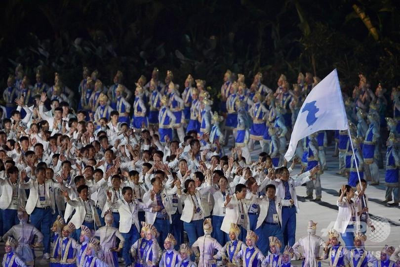 アジア大会開幕、南北が平昌五輪に続き合同で入場行進
