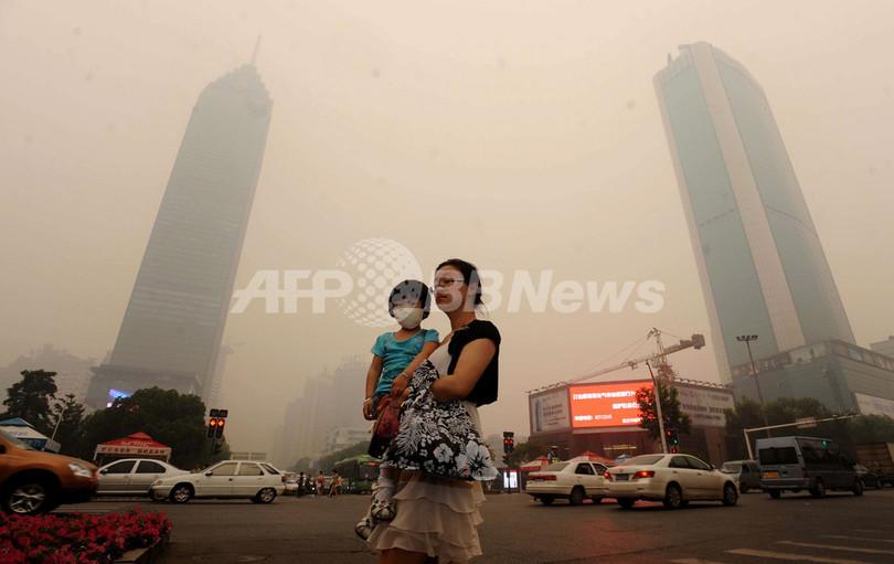 中国・武漢市に謎のかすみ、化学コンビナート爆発のうわさ